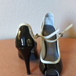 Linea paolo patent leather heels